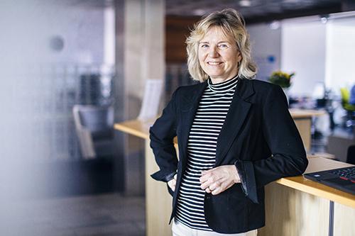 Bente Riibe  Økonomileder med strikkedilla