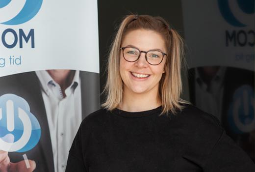 Grafisk designer og hønemor  Linn Alnes Djuvsland